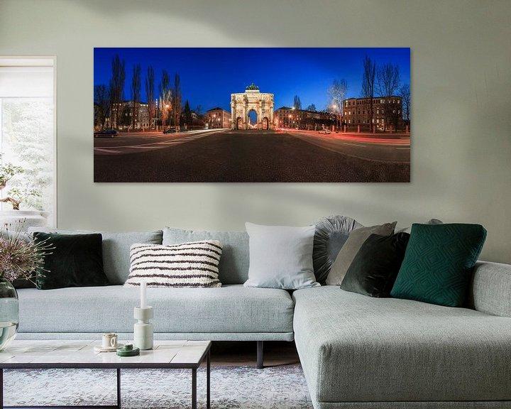 Sfeerimpressie: Siegestor München op blauw uur (Panorama) van Frank Herrmann