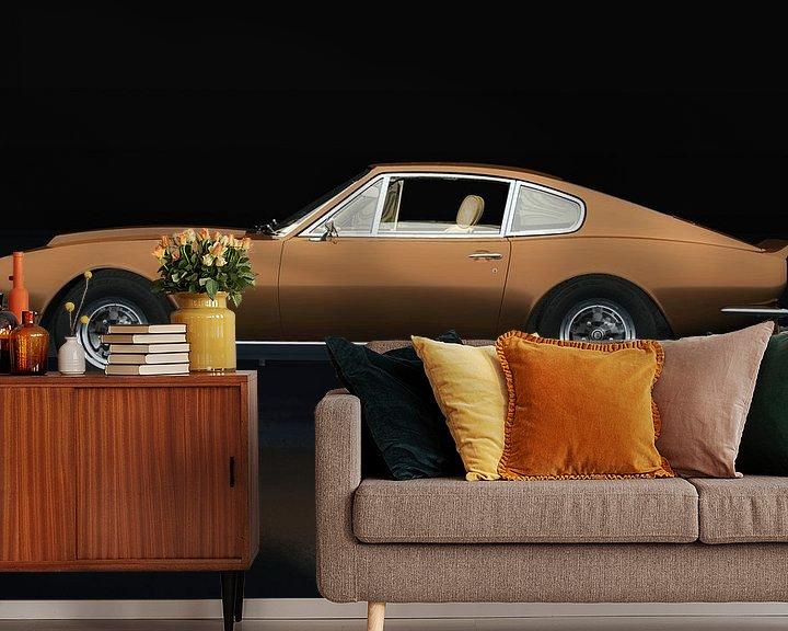 Sfeerimpressie behang: Aston Martin Vantage 1977 Zijaanzicht van Jan Keteleer