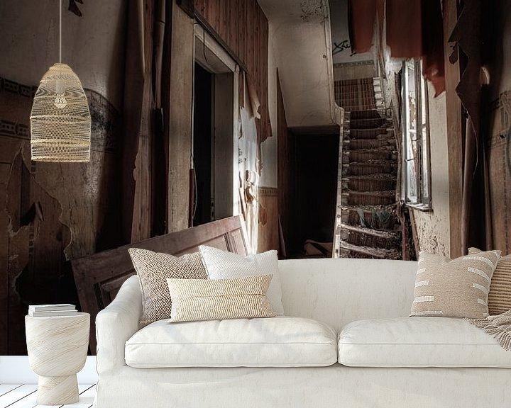 Beispiel fototapete: Verlassener Hausflur in einem Haus von Steven Dijkshoorn