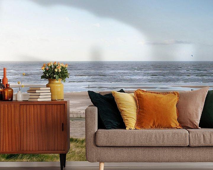 Sfeerimpressie behang: Kustlijn Zandvoort van Koen van der Lee