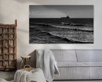 Vrachtschip vaart aan de horizon van MSP Canvas