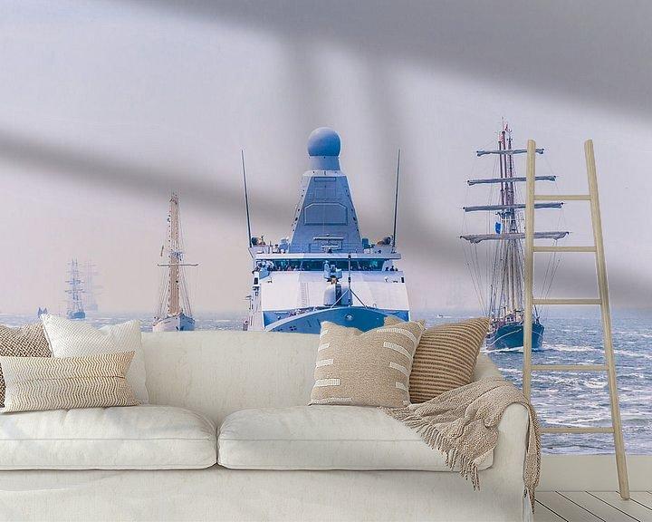 Beispiel fototapete: Zr.Ms. Zeeland begleitet Segelschiffe und die Stadt Amsterdam von Brian Morgan