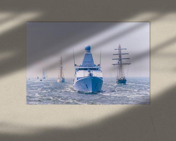 Beispiel: Zr.Ms. Zeeland begleitet Segelschiffe und die Stadt Amsterdam von Brian Morgan