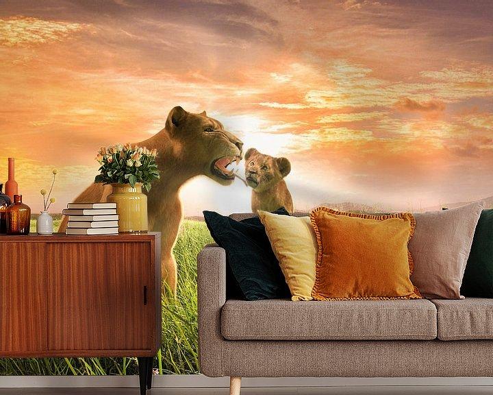 Sfeerimpressie behang: Leeuwin met welp van Arjen Roos