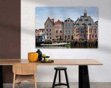 Kai mit historischen Gebäuden und Schiff in Maassluis von Peter de Kievith Fotografie