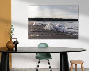 Meeresschaum am Strand von Marjolein Albregtse