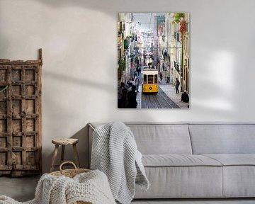 Gele tram in Lissabon van Monique Tekstra-van Lochem