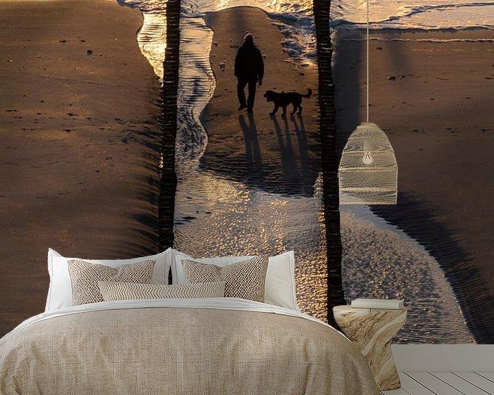 Sfeerimpressie behang: Walk the dog van Thom Brouwer