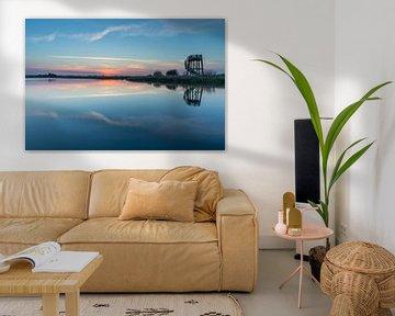 Uitkijktoren tijdens zonsondergang (Zwaneveldsgat- Groningen) van Marcel Kerdijk