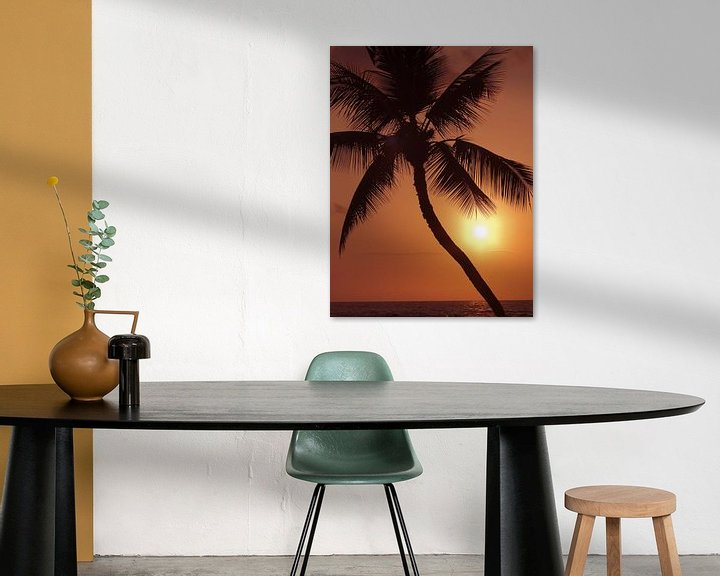 Sfeerimpressie: LP 70485262 Hawaii, palmboom silhouette met oranje lucht over de Oceaan van BeeldigBeeld Food & Lifestyle