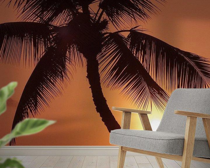 Sfeerimpressie behang: LP 70485262 Hawaii, palmboom silhouette met oranje lucht over de Oceaan van BeeldigBeeld Food & Lifestyle