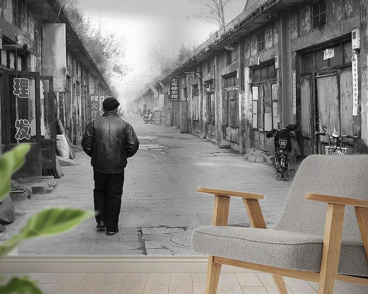 Sfeerimpressie behang: Eenzame wandelaar China van Inge Hogenbijl