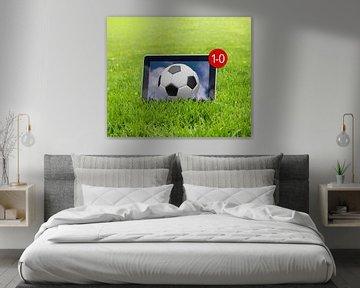 Voetbalscore 1-0 in een virtuele wedstrijd op een tablet van Peter Hermus