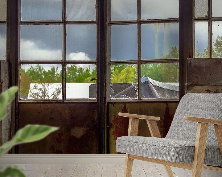 Sfeerimpressie behang: Deur met raam van Martijn Tilroe