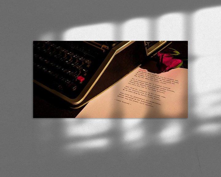 Sfeerimpressie: Typemachine met roos van Rudy Rosman