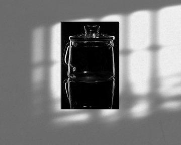 Glaswaren auf Schwarz, Teekanne von Frank Janssen
