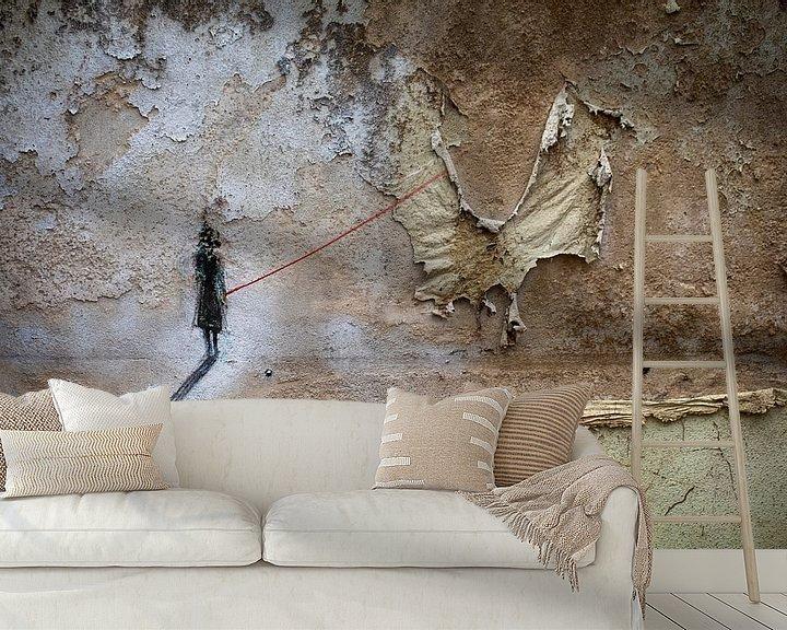 Sfeerimpressie behang: gevangen vlinder van Ina Bloemendal