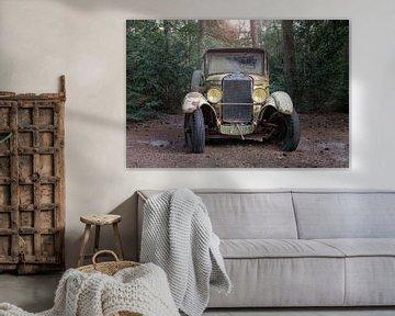 Oldtimer im Wald von Tim Vlielander