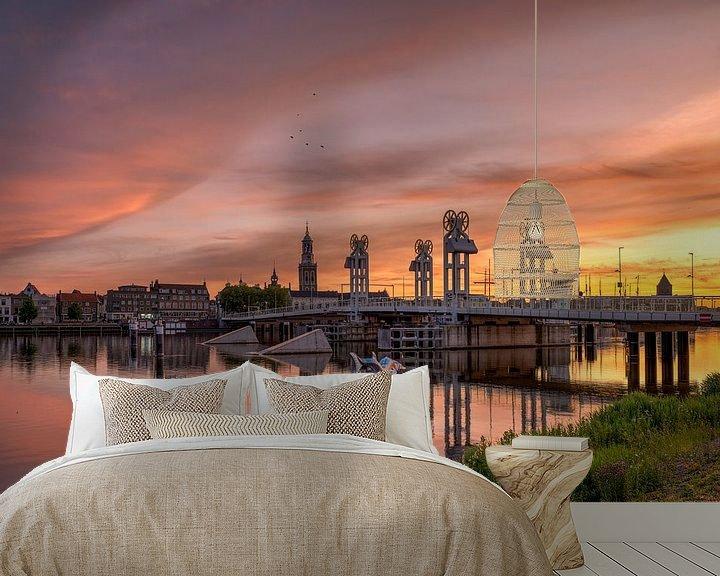 Sfeerimpressie behang: Stadsbrug Kampen zonsondergang van Fotografie Ronald