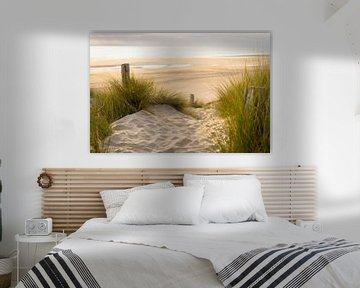 Strandzicht vanuit de duinen van Marloes van Pareren