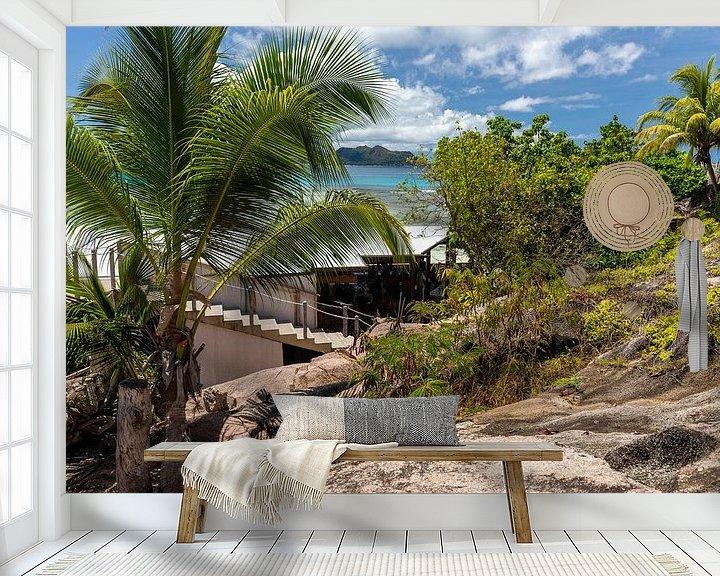 Sfeerimpressie behang: Zandstrand op het eiland Praslin van de Seychellen van Reiner Conrad
