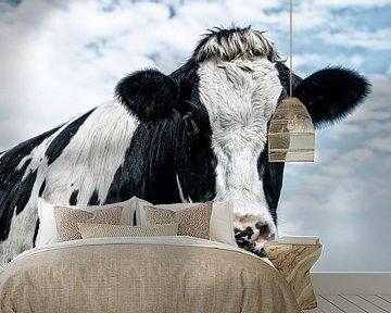Portret van een nieuwsgierige koe van Jessica Berendsen