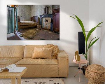 Schlafzimmer in einem verlassenen Haus von Tim Vlielander