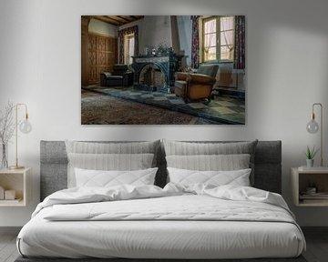 Wohnzimmer eines verlassenen Bauernhofs von Tim Vlielander
