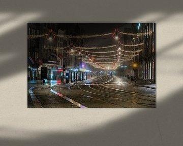Avondklok in Amsterdam - Damrak van Renzo Gerritsen