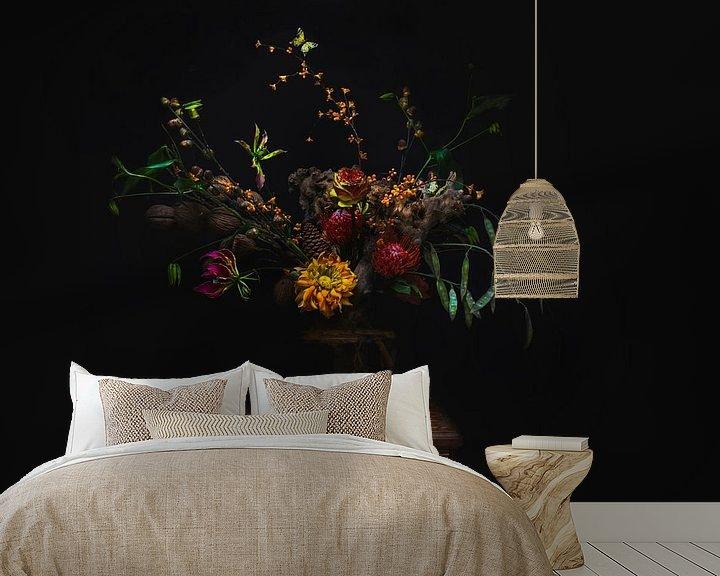 Sfeerimpressie behang: Oranje bloemen in vaas, orange flowers van Corrine Ponsen