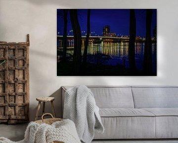 Venlo | Avondopname van het hoogwater in de Maas (stadsbrug) van Jos Saris