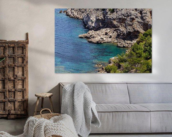 Sfeerimpressie: Kustlandschap voor het schiereiland La Victoria in Mallorca van Reiner Conrad