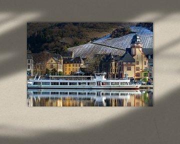 Passagiersschip op de Moezel in Bernkastel-Kues van Reiner Conrad