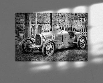 Bugatti Type 35, voiture de course des années 1920, en noir et blanc sur Sjoerd van der Wal
