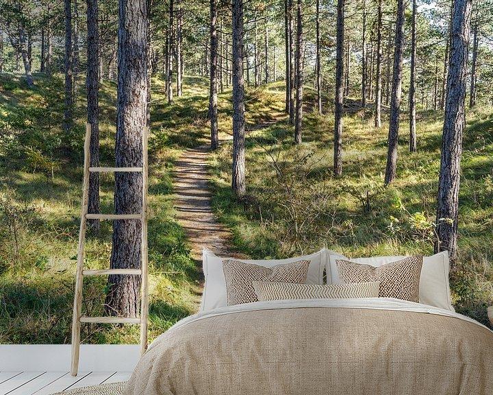 Sfeerimpressie behang: Wandeling in het bos van Martijn Joosse