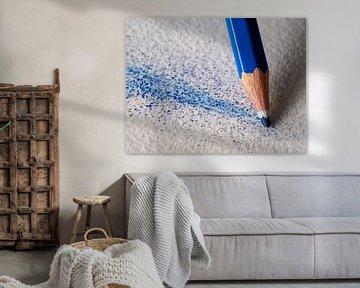 Blauer Buntstift im Detail