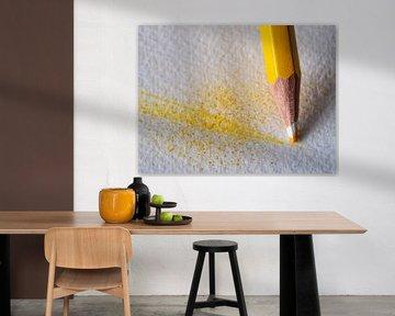Gelber Buntstift im Detail