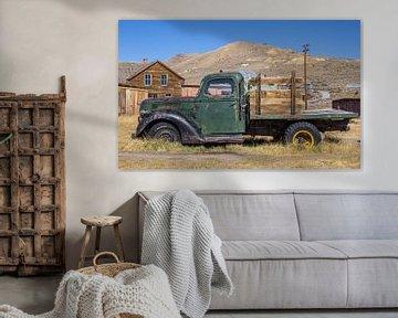 Klassieke truck in spookstad Bodie van Marc Venema