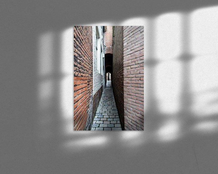 Sfeerimpressie: Doorkijk in oud steegje van Helga van de Kar