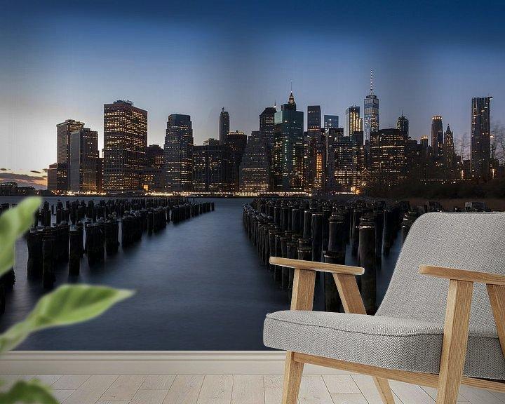 Sfeerimpressie behang: Manhattan bij zonsondergang van Alexander Schulz