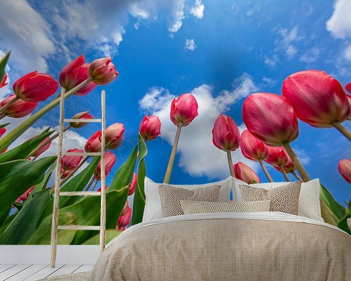 Sfeerimpressie behang: Tulpen tot aan de Hemel. van Justin Sinner Pictures ( Fotograaf op Texel)