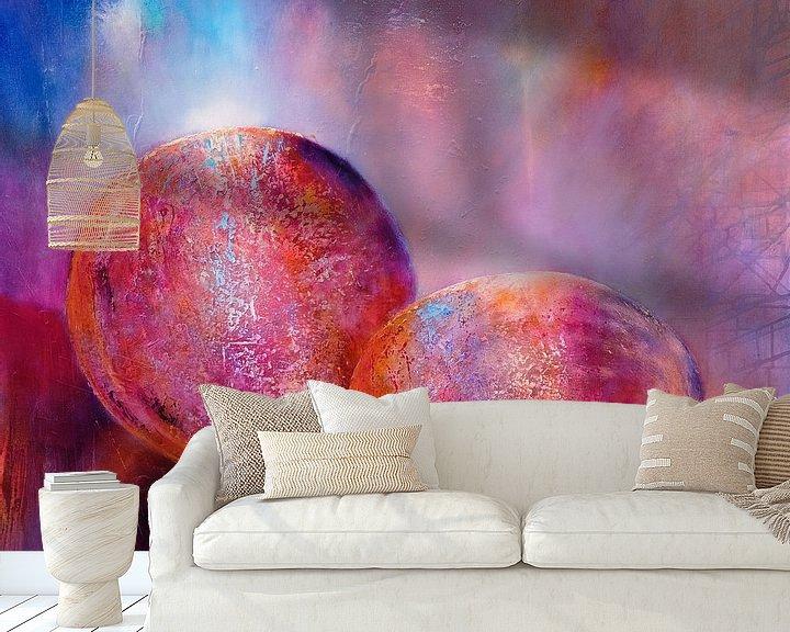 Sfeerimpressie behang: Twee knikkers, roze van Annette Schmucker