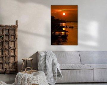 Zonsondergang over de Mekong - 1 van Theo Molenaar