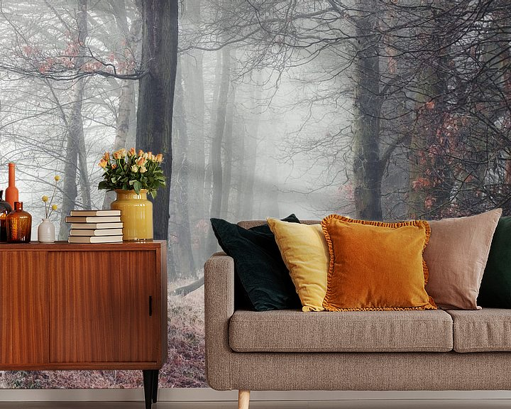 Sfeerimpressie behang: Bosweg in de mist van Peschen Photography
