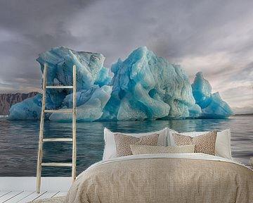 IJsberg in de Jokulsarlon in IJsland van Paul Weekers Fotografie