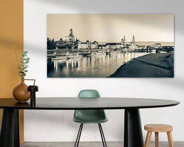 Skyline Dresden in de avond - zwart-wit van Werner Dieterich