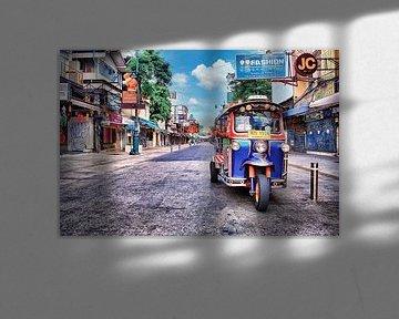 Tuk Tuk op de Khaosarn Weg in Bangkok van Bernd Hartner