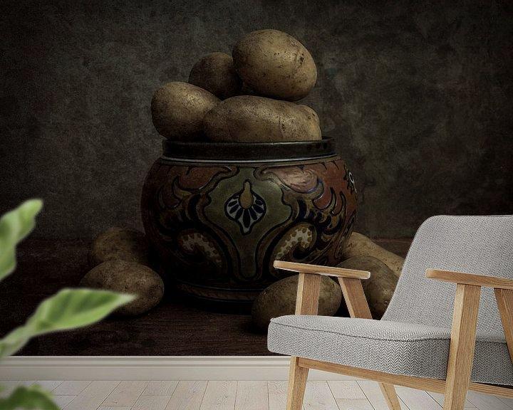 Sfeerimpressie behang: Aardappels stilleven van Gogh van Elly van Veen
