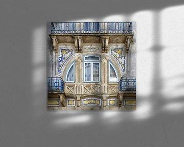Driedelig art nouveau raam in Tomar, Portugal van Berthold Werner