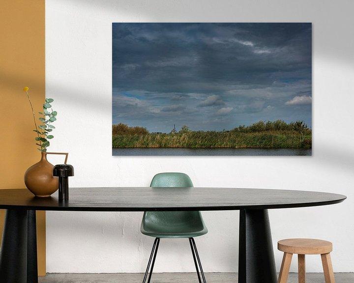 Sfeerimpressie: Een Hollands landschap met water, molen en wolken van Erna Böhre